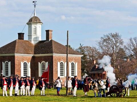 colonial-williamsburg-cannon