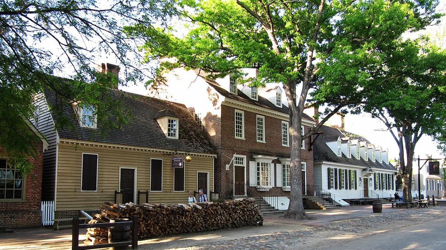 1024px-colonial_williamsburg